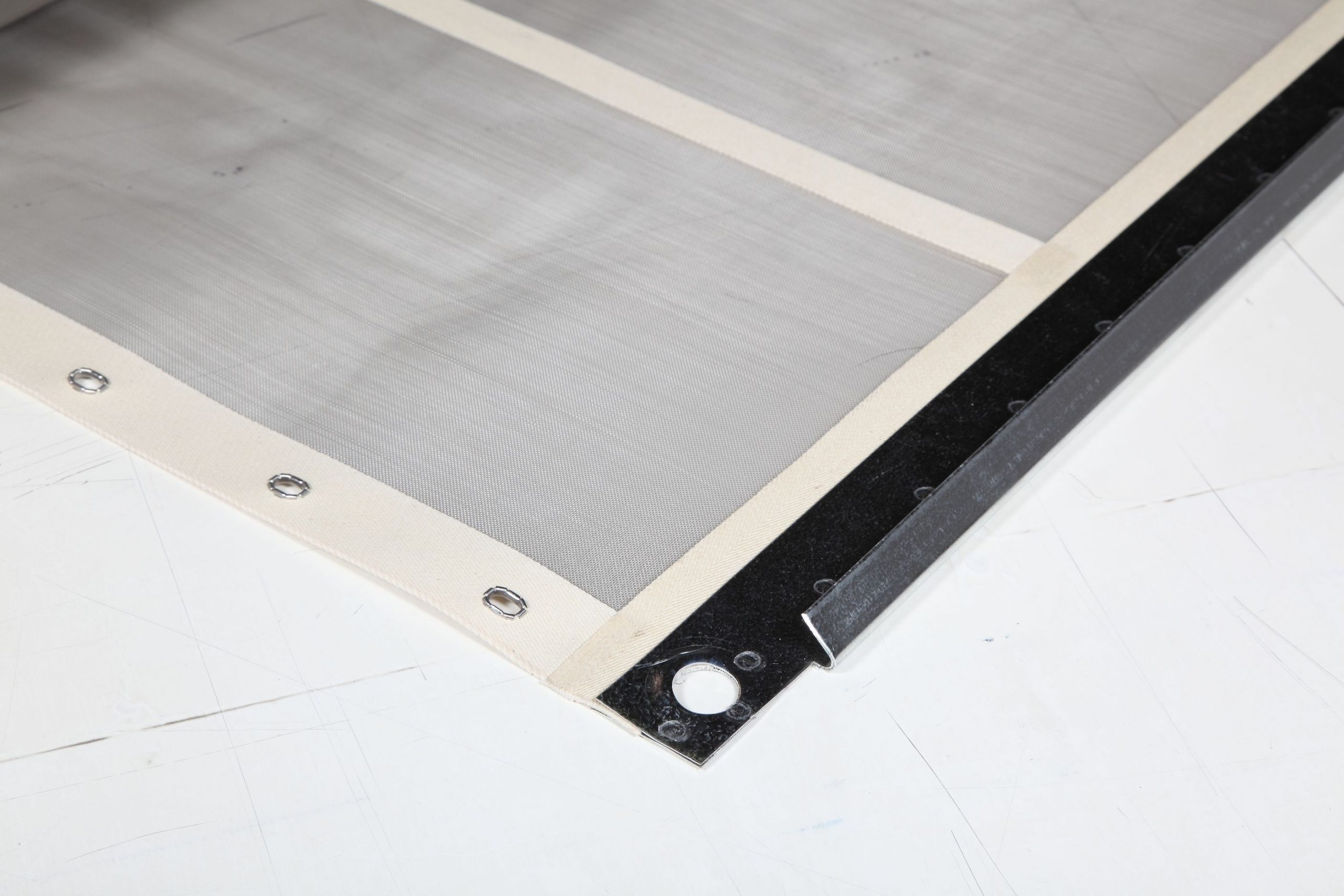 sand mineral screens with edging and hooks